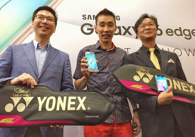 Lee Jui Siang, Vice President, Mobile, IT and Digital Imaging, Samsung Malaysia Electronics, Brand Ambassador Dato' Lee Chong Wei with Lee Sang Hoon, President of Samsung Malaysia Electronics celebrating the official arrival of the Samsung Galaxy S6 and Galaxy S6 edge in stores nationwide.