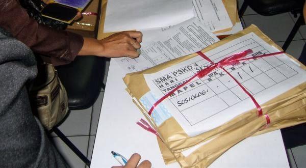 http://kampus.okezone.com/read/2012/03/05/373/587107/mengenal-proses-pembuatan-soal-soal-un