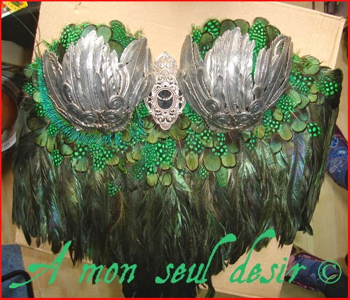bustier plumes vertes pintade coq faisan green feathers corset rooster
