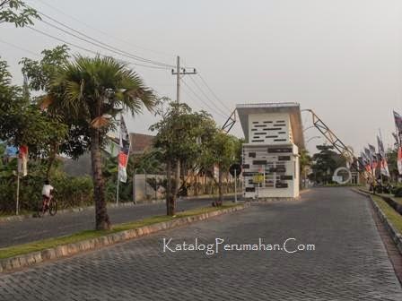 1 Pos masuk Taman Wisata Regency