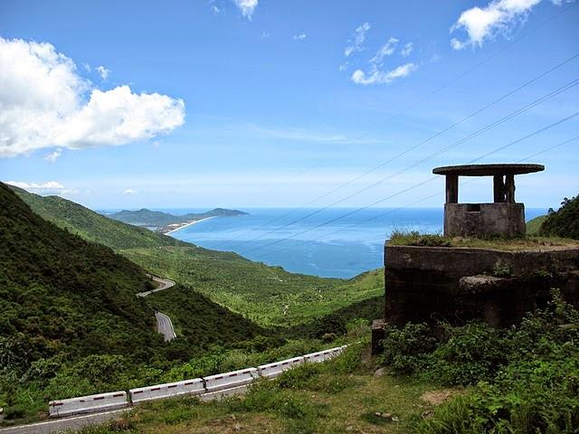 Vietnam Aussichtspunkt aus Bergen bis zum Ozean