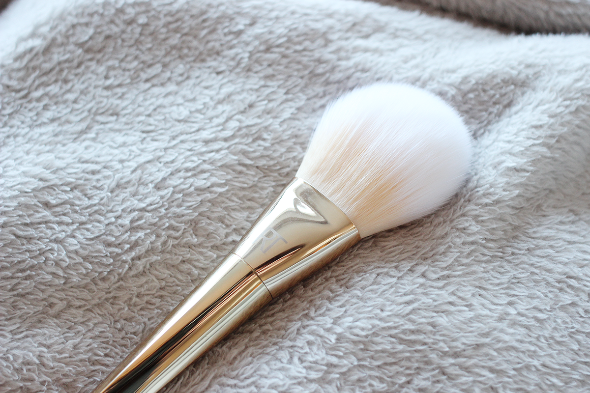 real-techniques-arched-powder-brush
