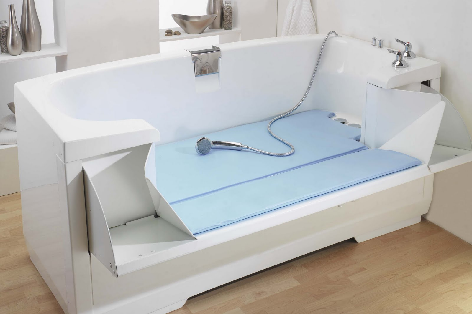 Bathtubs for the elderly and disabled disabled bathroom for Handicap baths