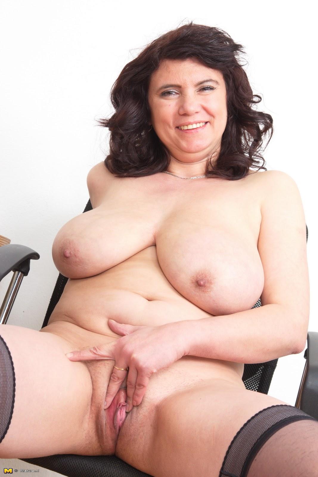 solo nude mature women pics