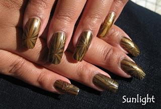 ukrasavanje noktiju - crno-zlatni water marble nokti 001