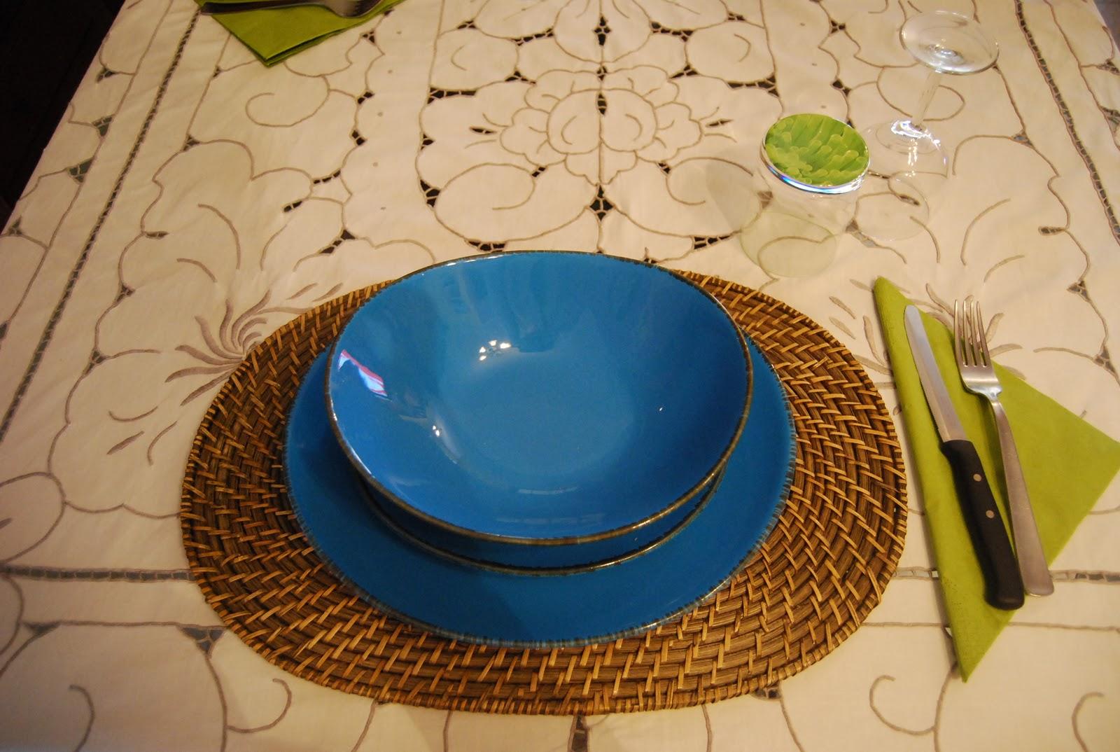 Io contemporanea retr una cena informale - Servizio piatti quadrati ikea ...