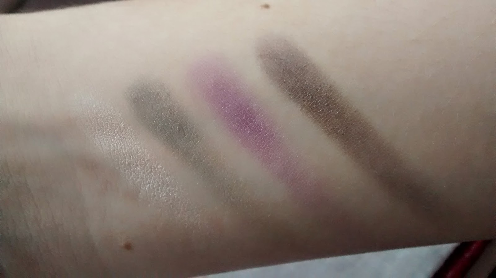 MAC Hold My Gaze Quad Swatches