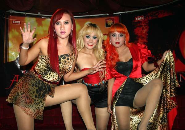 Foto Trio Macan Hot Banget