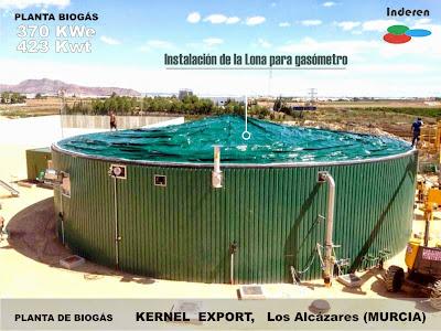 Trabajos de instalación de lona del gasómetro en planta de biogas kernel 500kw