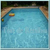 O cloro residual de uma piscina bem tratada deve ser pelo menos dez vezes mais que o cloro combinado existente. Caso contrário, as cloraminas trarão os efeitos indesejáveis: cheiro forte de cloro e irritações na pele e nos olhos