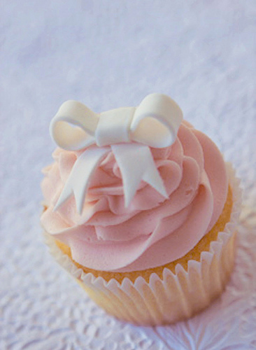 I like big bows cupcakes and bows what a perfect for Cupcake recipes for baby shower girl