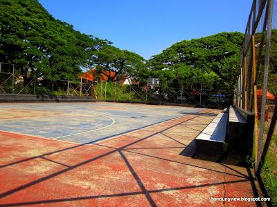 Lapangan basket saparua