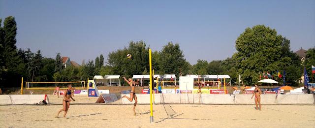 Maseur la turneul internaţional de volei CEV Beach Volleyball Satellite Timisoara 2015. Echipe volei feminin