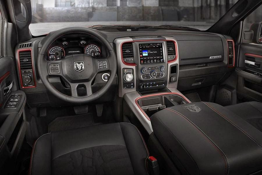 Ram 1500 Rebel Crew Cab 4x4 (2015) Dashboard