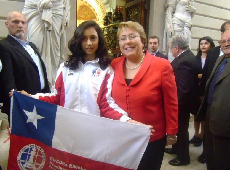 PRESIDENTA DE CHILE DRA MICHELLE BACHELET Y MACKARENA GONZALEZ