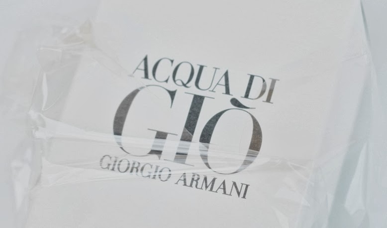 "wie spricht man aqua die gio aus, ""Aqua di Gìo"" pour homme von Giorgio Armani, flaconi, wie heißt das armani model, simon nessman parfümkamapagne, aqua di gio armani, aqua die gio parfum flakon, aqua di gio foto"