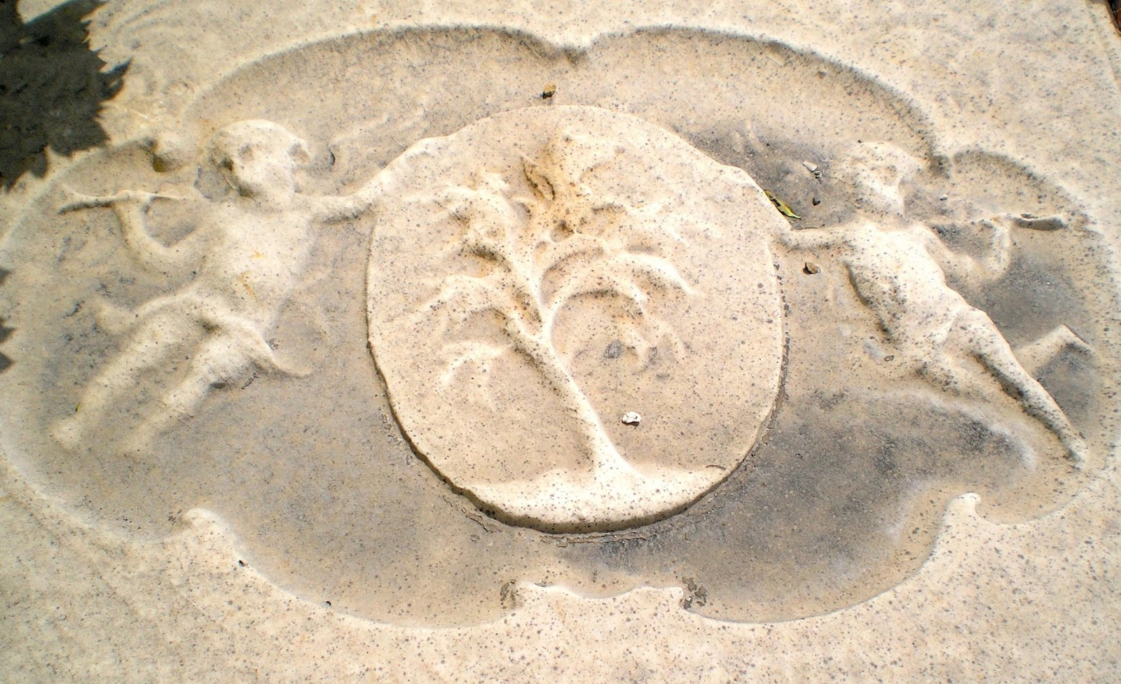 angels blowing trumpets gravestone 13d4 curacao