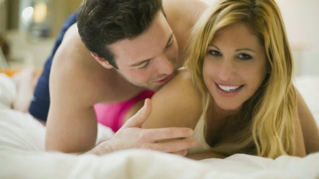 Cara Menggoda Pasangan Agar Semakin Romantis