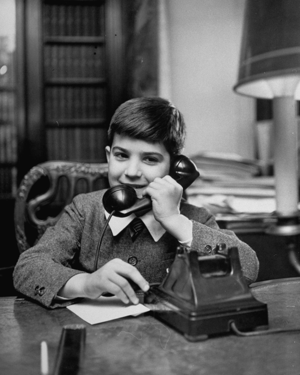 1950s phone call making a telephone call to