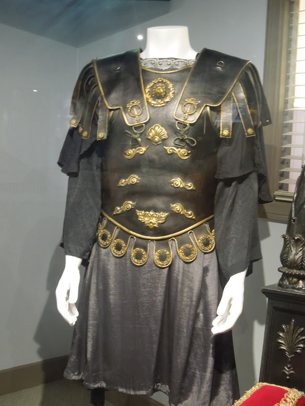 Joaquin Phoenix Commodus costume Gladiator