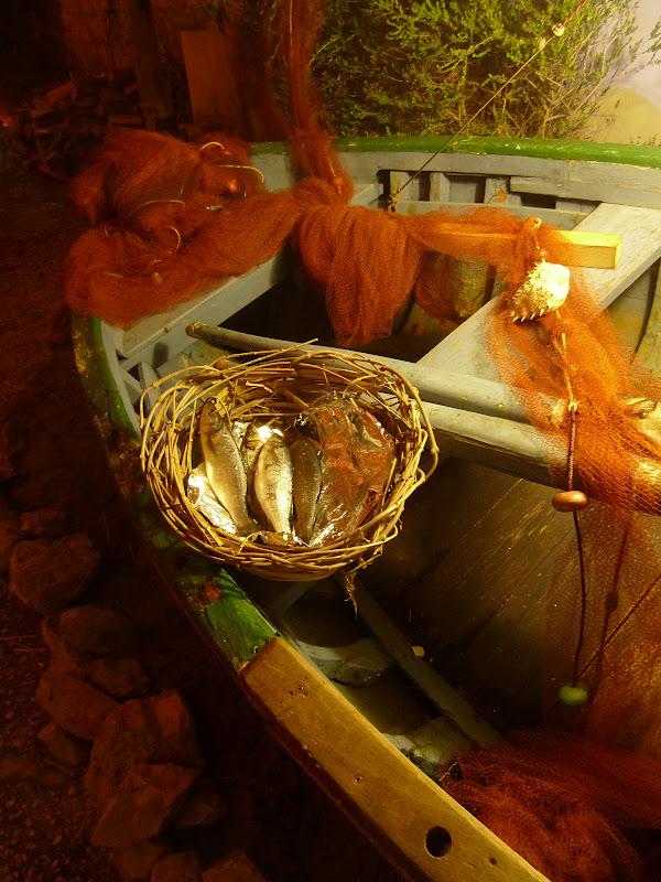 Fischerboot beim Krippenspiel in Apulien