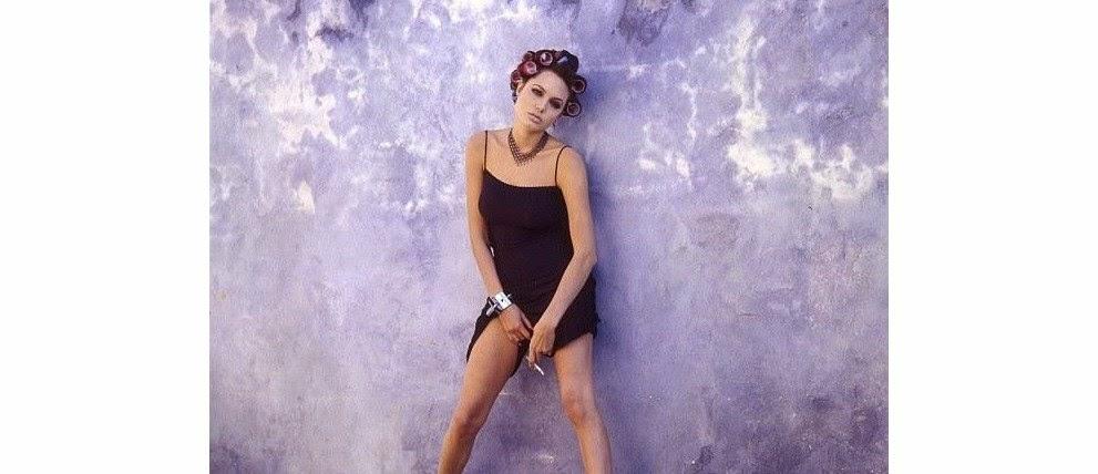 Fotos sensuais de Angelina Jolie com 19 anos