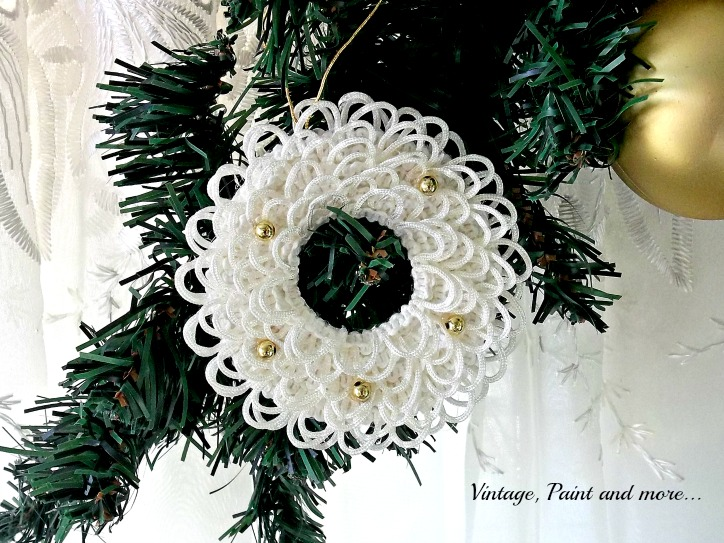 Vintage, Paint and more... diy wreath ornament made with lace and beads