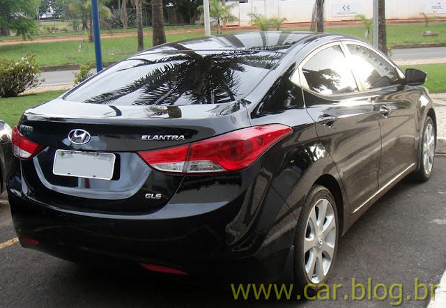 Hyundai Elantra 2012 GLS 1.8L Automático - teste quatro rodas