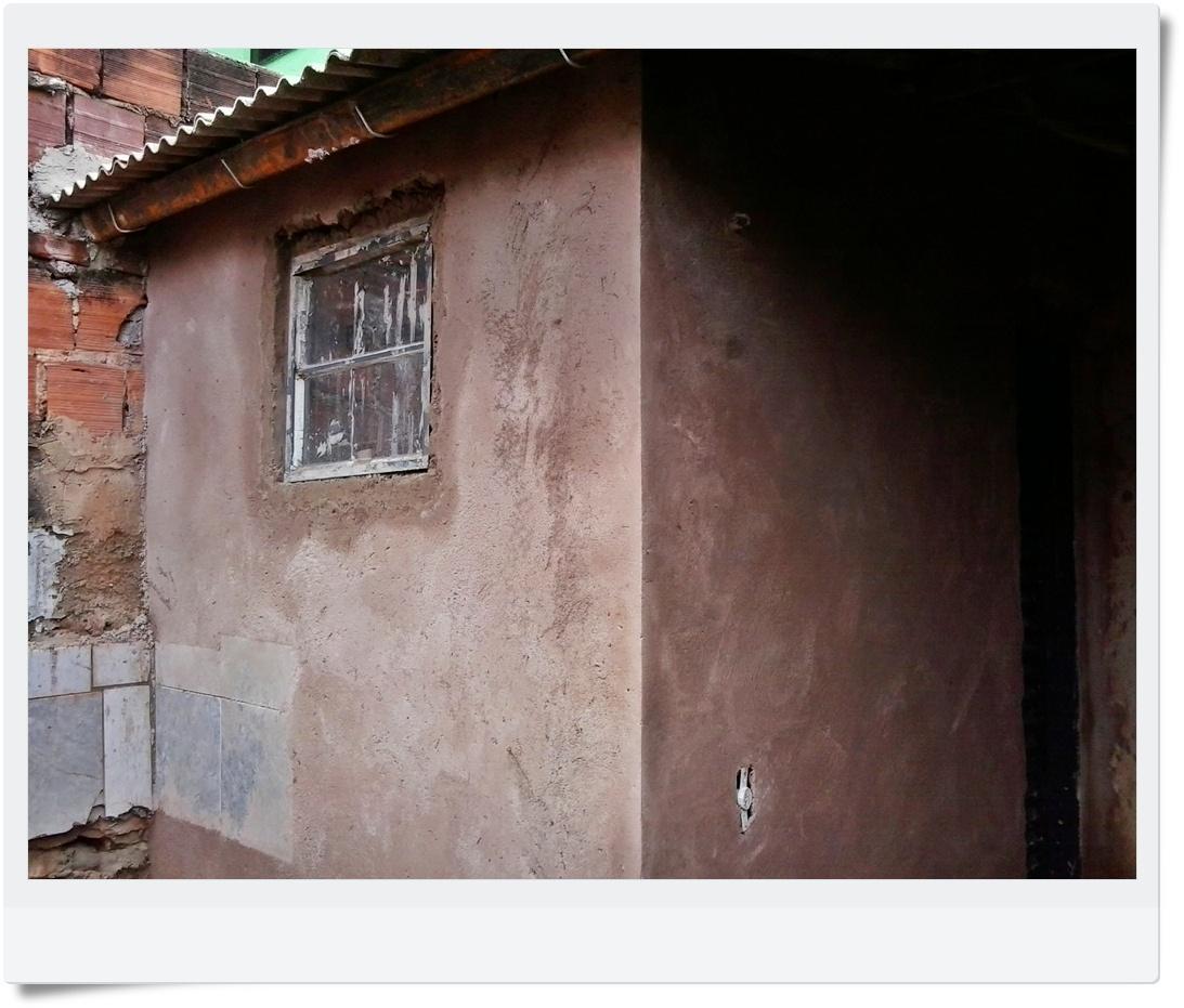 milagre que meu amigo Gilson (pedreiro) fez na parede do banheiro #8C503F 1093 931