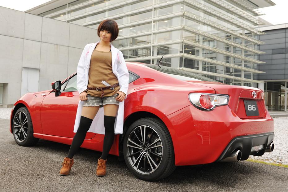 Toyota 86, czerwony lakier, boxer, azjatka, zdjęcia dziewczyn i samochodów