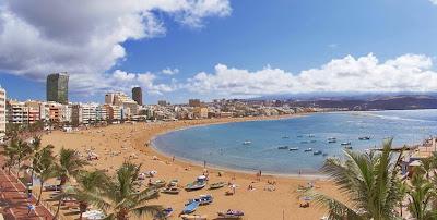 Playa de Las Canteras, nombrada entre las 10 mejores playas urbanas del mundo.