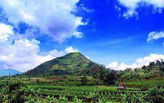This Indonesian Pyramid Rewrites Human History - Gunung Padang 02