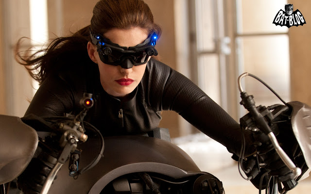catwoman_anne_hathaway_2011_97985646
