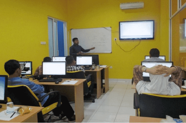 Suasana Belajar Murid pada Tempat Kursus Website, SEO, Desain Grafis Favorit 2015 di Jakarta DUMET School