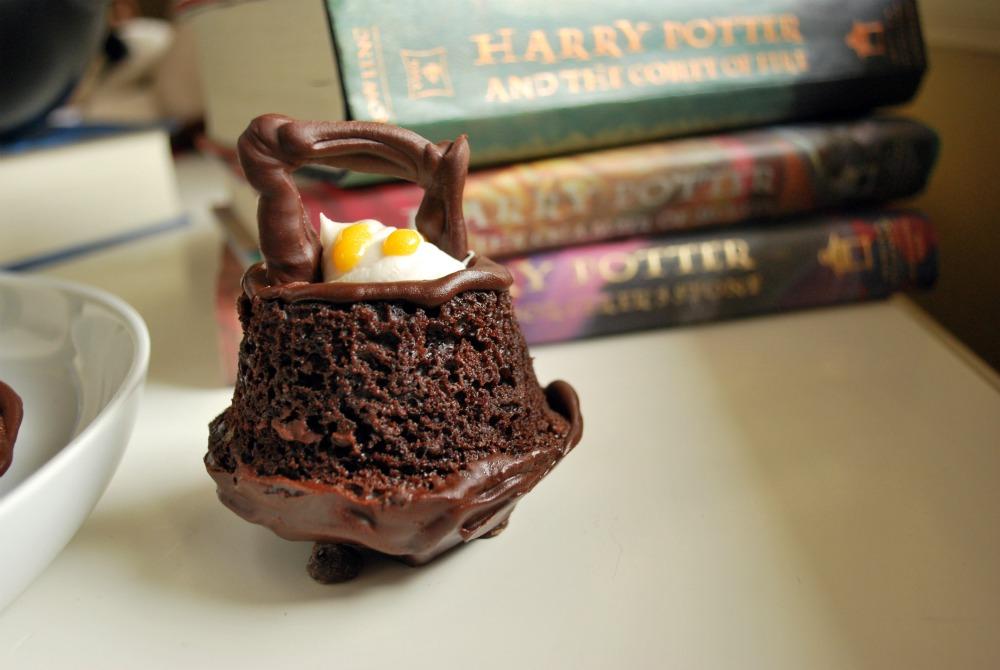 Larissa Another Day: Harry Potter Cauldron Cakes