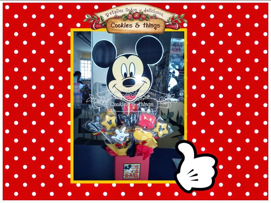 Centro de mesa con galletas de mickey mouse