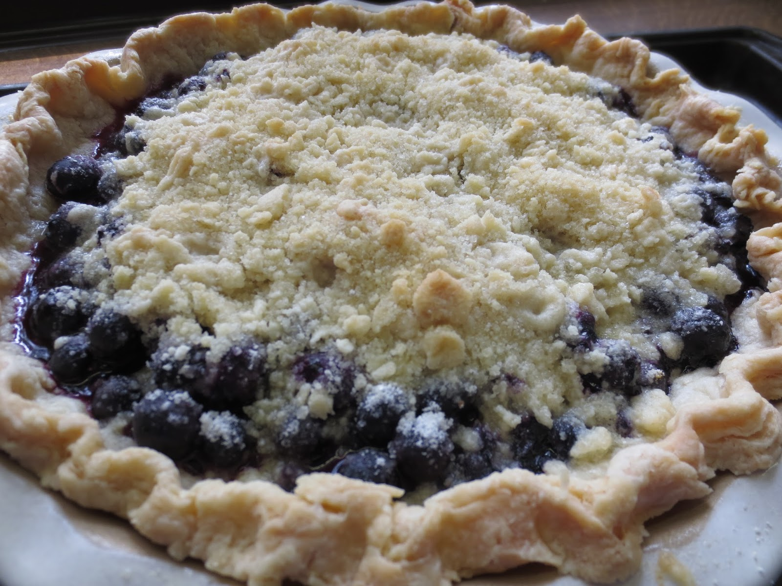 Blueberry Crumb Pie | Gastronomically Imbalanced