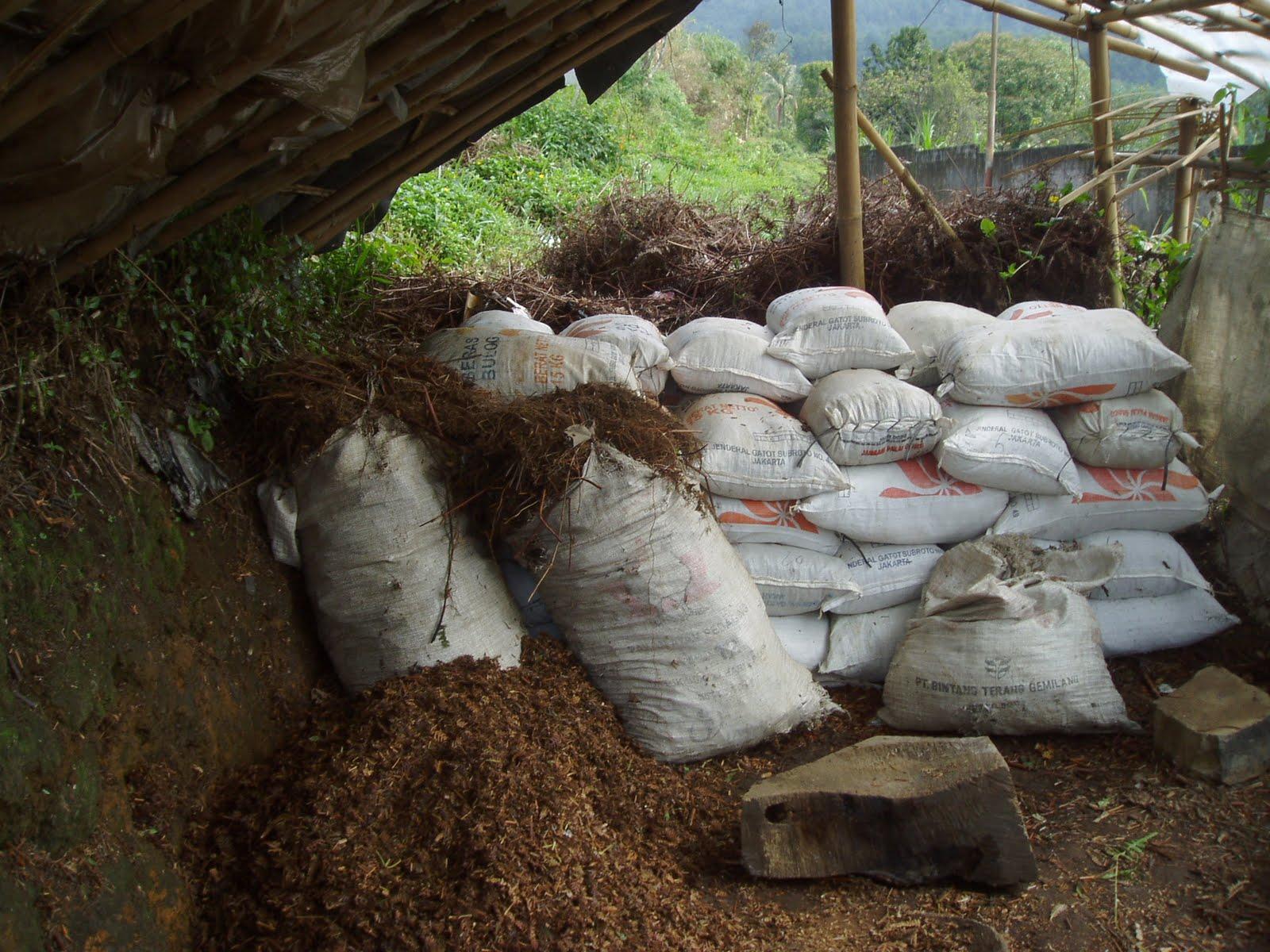 Kompos Andam-kaliandra-sekam bakar-humus bambu-kotoran kambing