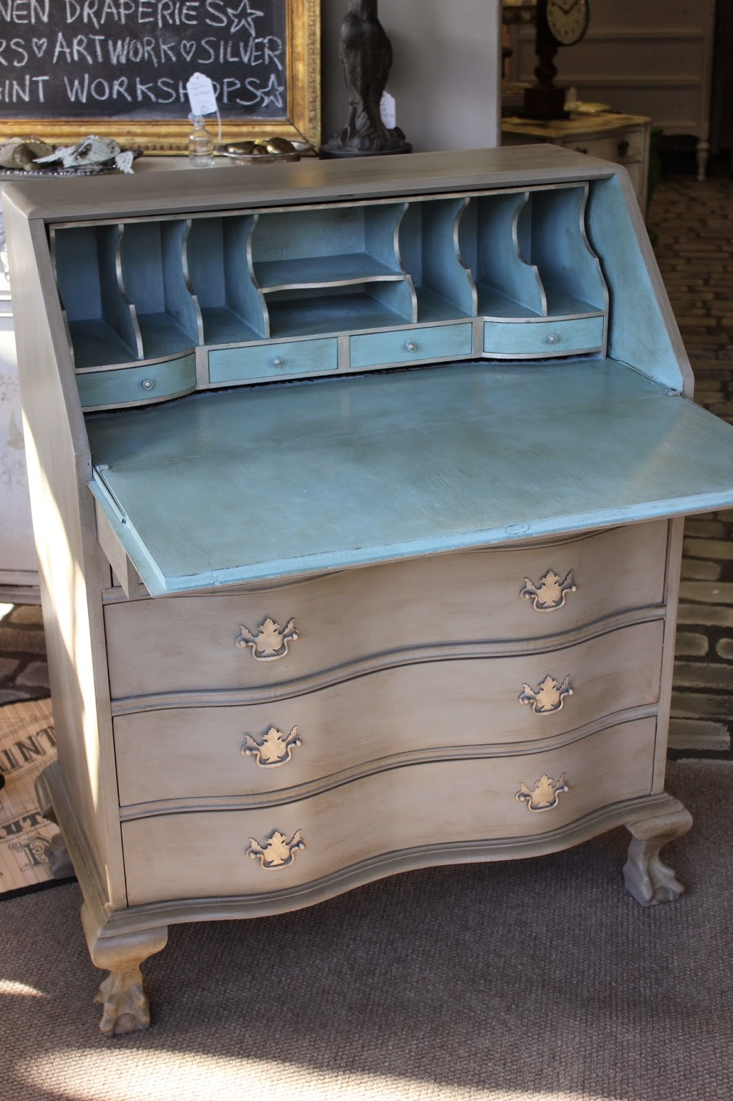 Maison decor updating a desk with chalk paint for Maison decour