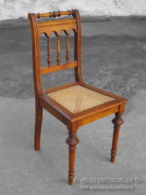 Restaurēts krēsls ar rotangpalmas pinumu