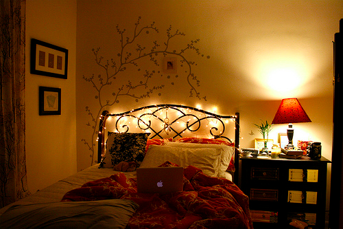 25 Inspiring Images For Year Round Use Of Christmas Lights Bedroom Design   SheLists 25 DIY. Christmas Light Ideas For Bedrooms