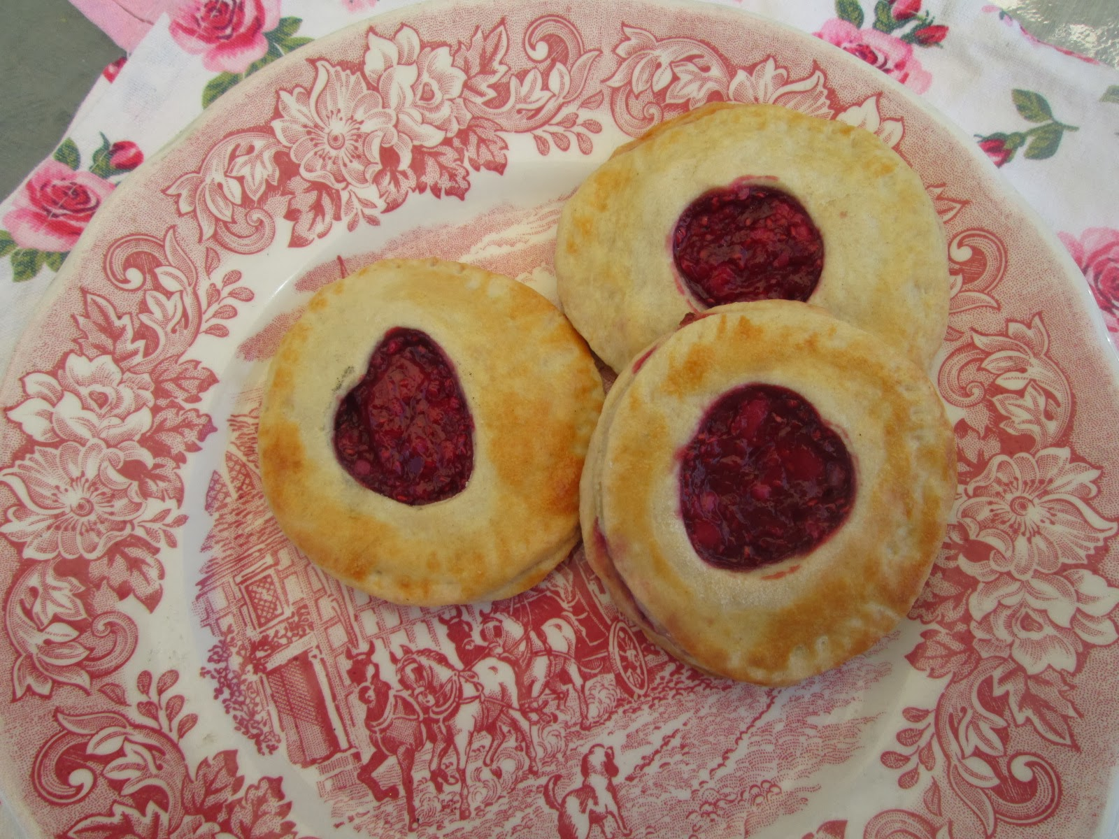 Canela kitchen: Little raspberry and mascarpone pies