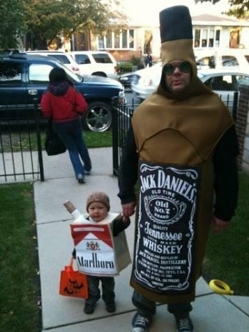 http://4.bp.blogspot.com/-uZRUvitkbSk/UJBLAZjUwgI/AAAAAAAAAV0/ZIyYtkd5aNA/s1600/inappropriate+halloween+costume+pack+of+cigs.jpg