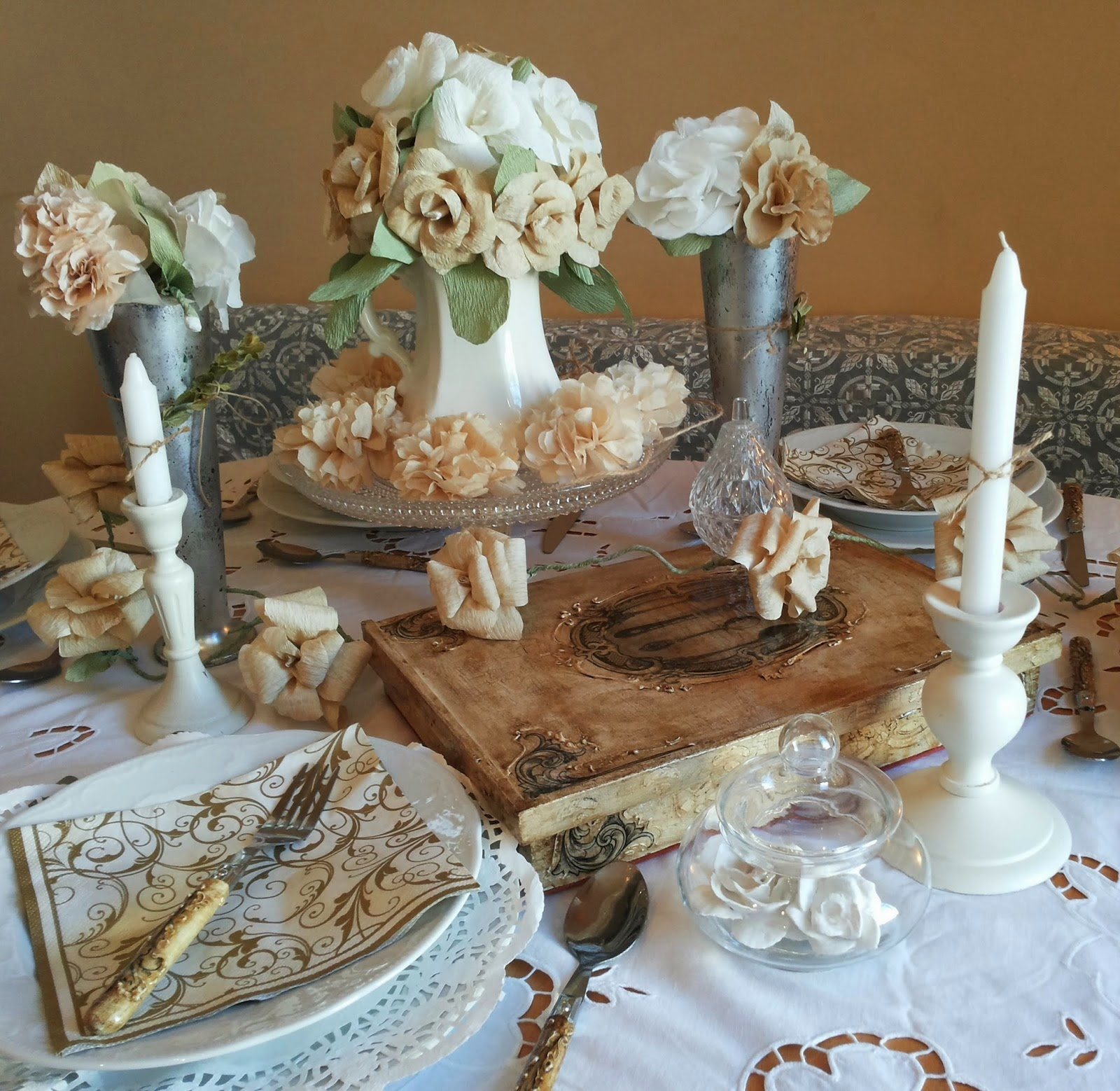 Martinel Art shared her Summer Vintage Table featured at One More Time Events.com
