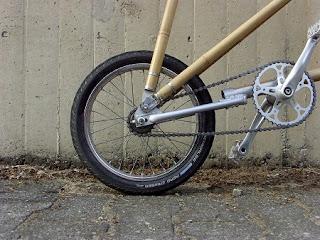 Bicicleta de Bambu Compacta y Sostenible