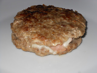 .. hamburger con carne mista ripieno di prosciutto e formaggio ...
