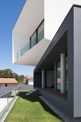 casa con fachada geométrica