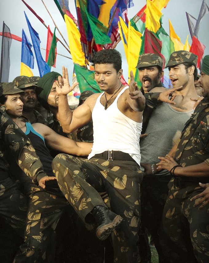 Latest Stills in Thuppakki