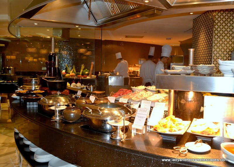 junsui pure asian restaurant in burj al arab lady her