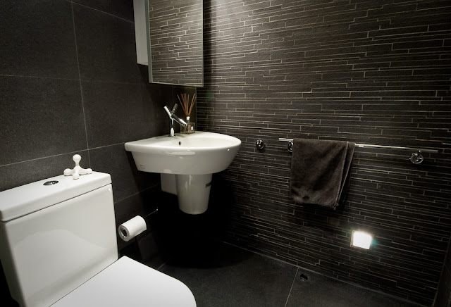 Picture of dark walls in the bathroom as part of the Hong Kong apartment design